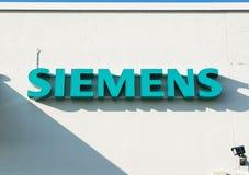 Aarhus, Denemarken - September 14, 2016: Het embleem van Siemens bij de bouw Royalty-vrije Stock Fotografie