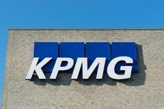 Aarhus, Dinamarca - 14 de septiembre de 2016: Logotipo de KPMG en el edificio Fotografía de archivo