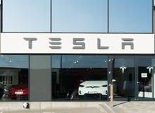 Aarhus, Dinamarca - 14 de setembro de 2016: Entrada do concessionário automóvel de Tesla Fotos de Stock