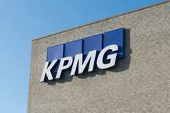 Aarhus, Dinamarca - 14 de setembro de 2016: Logotipo de KPMG na construção Fotos de Stock Royalty Free