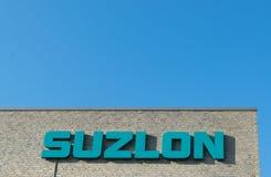 Aarhus, Dinamarca - 14 de setembro de 2016: Logotipo de Suzlon na construção Foto de Stock Royalty Free