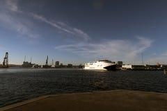 Aarhus-Skyline und Eilfähre Lizenzfreie Stockfotografie