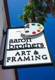 Aaron Brothers Art e loja e sinal de quadro Fotos de Stock