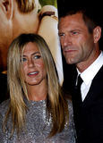 Aaron Eckhart et Jennifer Aniston Images stock