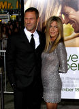 Aaron Eckhart und Jennifer Aniston Stockfotos
