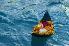 Aarti de Ganga flottant dans le ganga Photos libres de droits