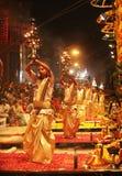 Aarti magique de Ganga à Varanasi Photographie stock libre de droits