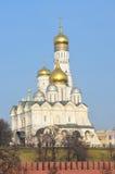 Aartsengelkathedraal en de klokketoren van Ivan Groot, Moskou het Kremlin royalty-vrije stock afbeeldingen