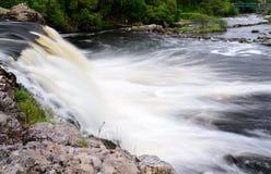 Aasleagh下跌在Co的瀑布小瀑布 马约角爱尔兰 库存照片