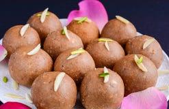 Aata doce indiano Ladoo imagem de stock