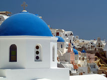 Abóbada azul da igreja, Santorini, Grécia imagens de stock