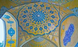 A abóbada brilhante no madraseh de Isfahan, Irã Fotos de Stock Royalty Free