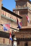 Abóbada das bandeiras com o fundo de um castelo medieval Fotografia de Stock