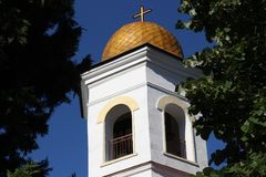 Abóbada de Christian Church da Virgem Maria na cidade de Petrich, o templo principal na cidade de Bulgária Fotos de Stock
