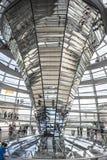 Abóbada de Reichstag no parlamento alemão em Berlim, Alemanha Imagens de Stock