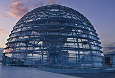 Abóbada de Reichstag no por do sol fotografia de stock royalty free