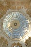 Abóbada de vidro com colunas e testes padrões geométricos, Londres Inglaterra Europa imagem de stock