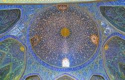 A abóbada do ` s da mesquita no madraseh de Chaharbagh, Isfahan, Irã Imagens de Stock Royalty Free
