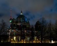 Abóbada em Berlim na noite fotografia de stock royalty free