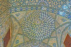A abóbada estelar no madraseh de Chaharbagh, Isfahan, Irã Fotos de Stock Royalty Free