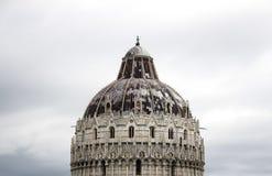 A abóbada majestosa de Campo Dei Miracoli em Pisa, Itália Nuvens agradáveis no fundo imagem de stock royalty free