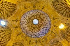 A abóbada no mercado velho de Shiraz, Irã Imagens de Stock