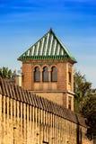 Abóbada piramidal em uma torre árabe do estilo imagens de stock royalty free