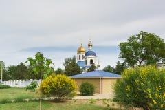 Abóbadas da catedral do Dormition na cidade de Kerch na rua Ulyanov Foto de Stock