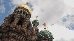 Abóbadas da catedral da ressurreição de Cristo no fundo das nuvens Foto de Stock