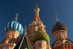 Abóbadas das catedrais da manjericão de Saint. Moscovo, Rússia. Close up Imagem de Stock