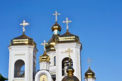Abóbadas douradas Svyatogo Nikolaya Chudotvortsa Fotos de Stock Royalty Free