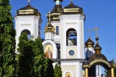 Abóbadas douradas Svyatogo Nikolaya Chudotvortsa Imagem de Stock
