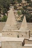Abóbadas gêmeas de um templo de Yezidi em Lalish, Curdistão iraquiano Fotos de Stock