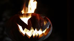 Abóbora ardente do sorriso em Dia das Bruxas looped video estoque