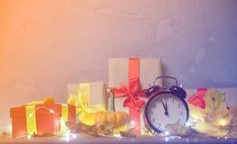 Abóbora com caixa de presente de Dia das Bruxas e despertador do vintage Fotos de Stock Royalty Free