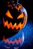 A abóbora com vela iluminou-se para Halloween fotos de stock