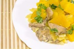 Abóbora cozida com carne e vegetais em Dia das Bruxas Foto de Stock