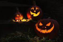 Abóbora de Dia das Bruxas com velas em uma noite Imagem de Stock