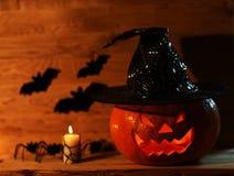 Abóbora de Dia das Bruxas no fundo de madeira Imagem de Stock