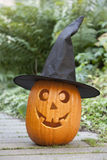 Abóbora de Halloween com chapéu negro Imagens de Stock