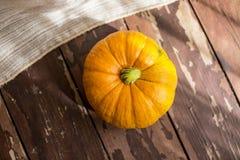 Abóbora grande em um país do outono justo Foto de Stock Royalty Free