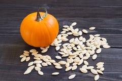 Abóbora madura com sementes Imagens de Stock Royalty Free