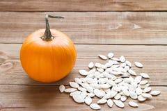 Abóbora madura com sementes Fotos de Stock Royalty Free