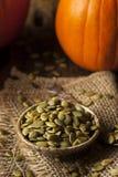 Abóbora orgânica crua Pepita Seeds Imagens de Stock Royalty Free
