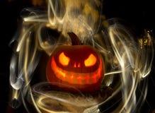 Abóbora ou Jack-O-lanterna cinzelada de incandescência com luzes Fotos de Stock Royalty Free