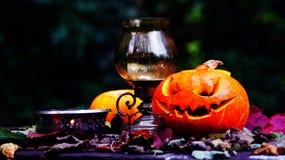 Abóboras de Dia das Bruxas na tabela de madeira Imagens de Stock Royalty Free