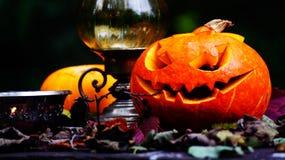 Abóboras de Dia das Bruxas na tabela de madeira Fotografia de Stock Royalty Free