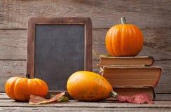 Abóboras de outono na tabela de madeira Imagem de Stock