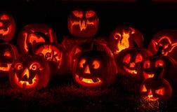 Abóboras iluminadas de Dia das Bruxas com velas Imagem de Stock