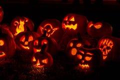 Abóboras iluminadas de Dia das Bruxas com velas Fotografia de Stock